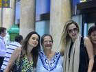 Ana Paula Renault e Dona Geralda desembarcam juntas no Rio
