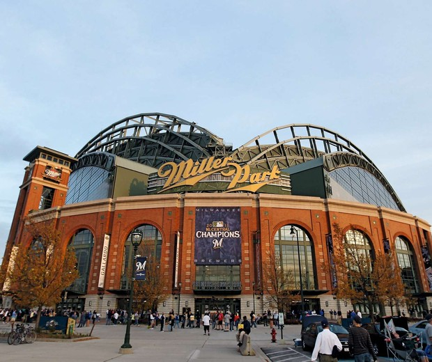 MILWAUKEE, WI - OCTOBER 10:  General view of Miller Park before Game Two of the National League Championship Series between the St. Louis Cardinals of the Milwaukee Brewers on October 10, 2011 in Milwaukee, Wisconsin. The Cardinals defeated the Brewers 12 (Foto: Getty Images)