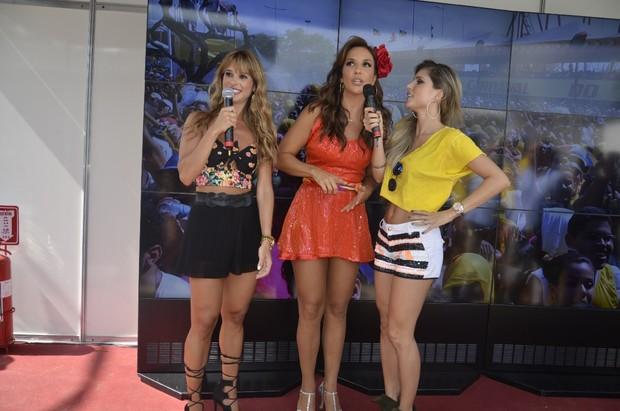 Ivete Sangalo é entrevistada por Dany Bananinha e Flavia Viana (Foto: Fred Pontes / Divulgação)