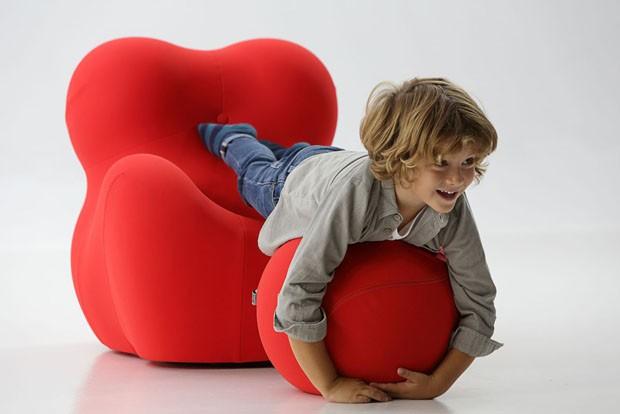 Cadeiras e poltronas assinadas por designers têm também versões para crianças (Foto: Divulgação)