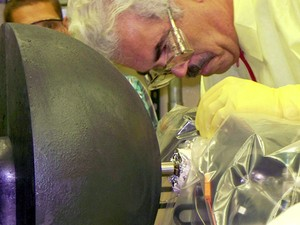 Cientistas do Laboratório Nacional de Los Alamos testam uso de energia nuclear para alimentar motor (Foto: Reprodução/Los Alamos National Laboratory)