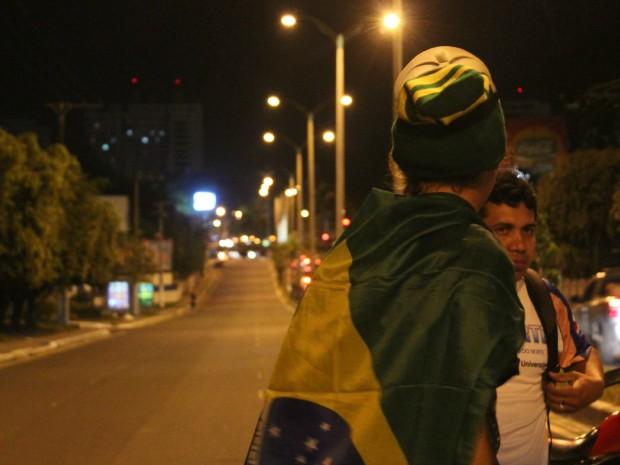 Fluxo de veículos na avenida foi interrompido no início da tarde  (Foto: Romulo de Sousa/G1 AM)