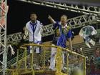 José Aldo é destaque no desfile das escolas de samba de Manaus