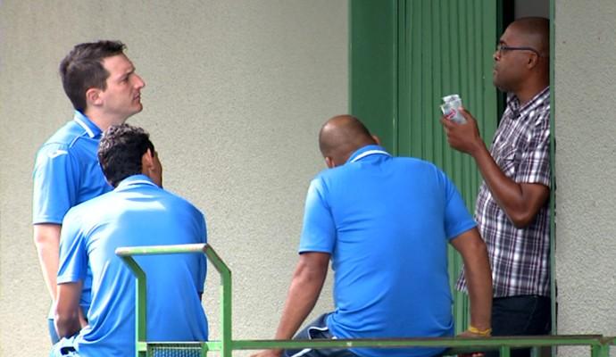 Sérgio Ricardo se despede de companheiros do Guarani (Foto: Reprodução / EPTV)