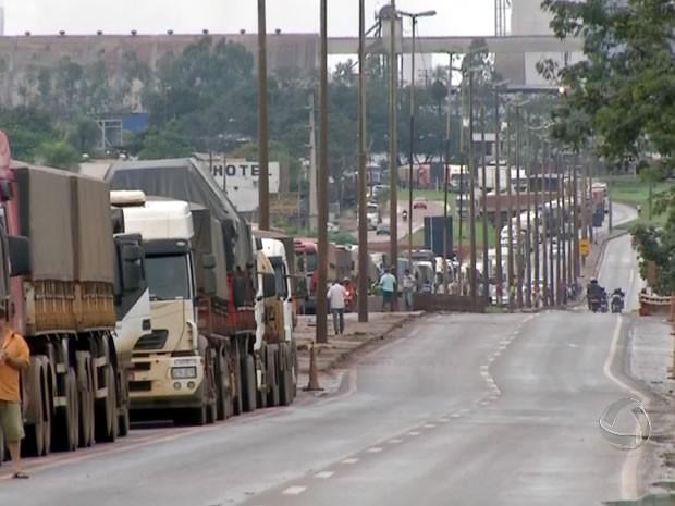 Protesto de caminhoneiros em Mato Grosso. 2 (Foto: Reprodução/TVCA)