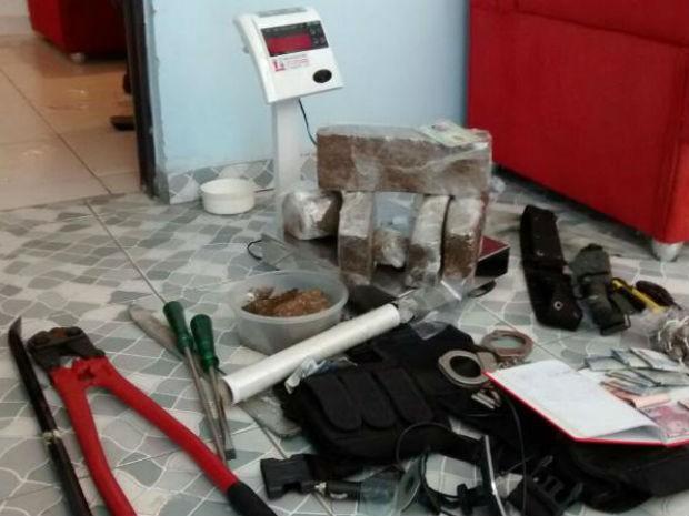 Ferramentas usadas nos roubos também foram apreendidas (Foto: PM Sorocaba/Divulgação)
