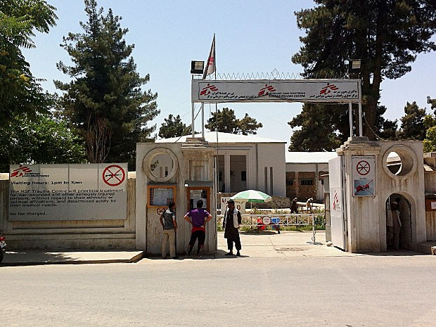 Entrada do hospital em Kunduz, em foto do médico Alexandre (Foto: Arquivo Pessoal)