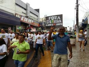 Em Araguaína, o protesto que pede o impeachment da presidente Dilma Rousseff começou na Praça das Bandeiras (Foto: Lucas Ferreira/ TV Anhanguera)