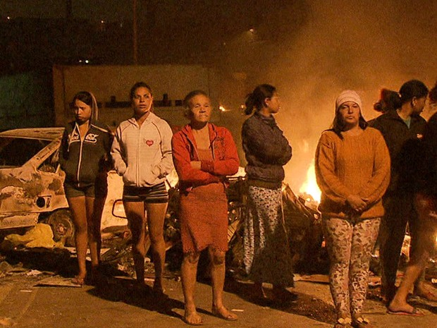 Moradoras de terreno que passa por reintegração de posse (Foto: Reprodução/TV Globo)