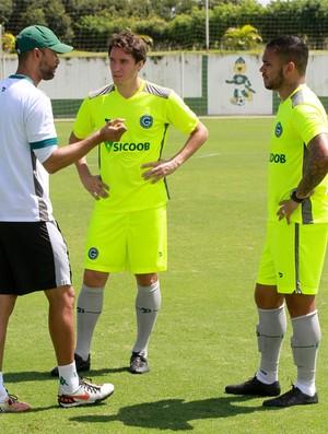 Cléo e Jhon Cley, jogadores do Goiás (Foto: Rosiron Rodrigues/Goiás E.C.)