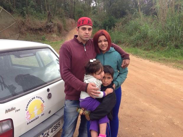Familia se reencontra em Sangão, no Sul catarinense (Foto: Gabriel Felipe/RBS TV)
