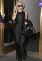 Look do dia: Lady Gaga aparece com pretinho básico em Nova York