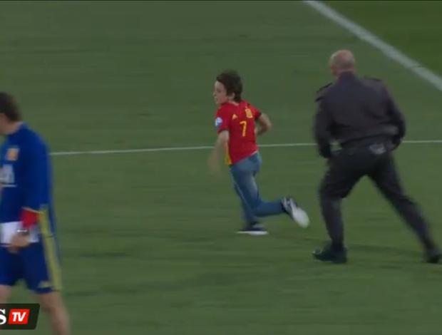 garoto dribla seguranças para conhecer Morata