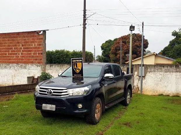 Assaltantes roubaram veículo e amarraram casal na fronteira em Mato Grosso (Foto: Gefron/MT)