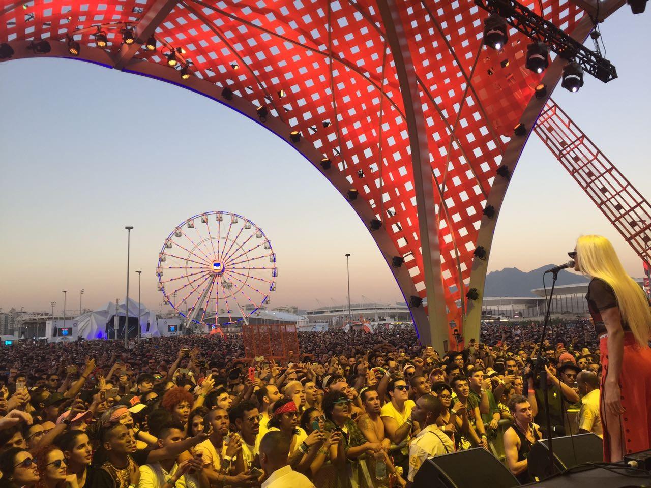 Pabllo Vittar durante apresentao promocional no maior festival de msica do mundo (Foto: Reproduo)