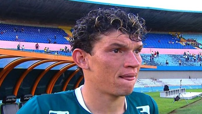 Júnior Viçosa, atacante do Goiás (Foto: Reprodução/TV Anhanguera)
