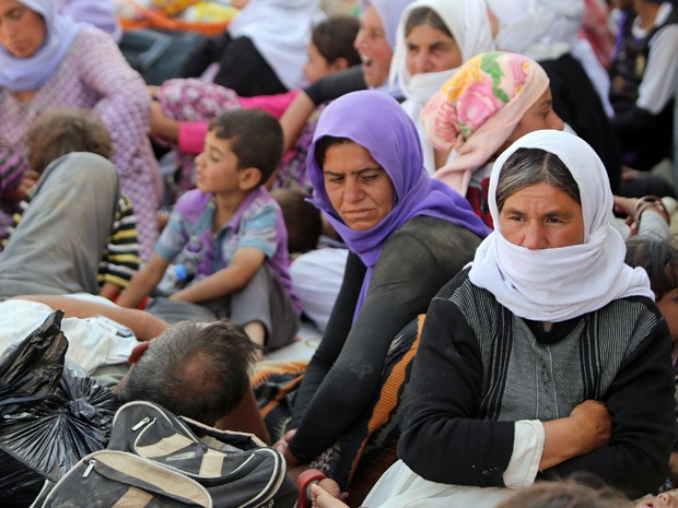 Iraquianos da minoria yazidi no acampamento Bajid Kandala na província de Dohuk. Eles se refugiaram no local para fugir dos avanços jihadistas (Foto: Ahmad Al-Rubaye/AFP)