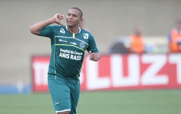 Walter comemora gol contra o Vila Nova (Foto: Cristiano Borges/O Popular)