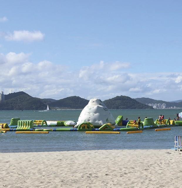 Brinquedos infláveis que garantem a diversão das crianças na alta temporada. (Foto: Divulgação)