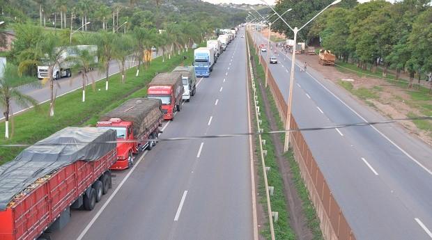 Dilma articula negociação com caminhoneiros após discórdia sobre preço do diesel