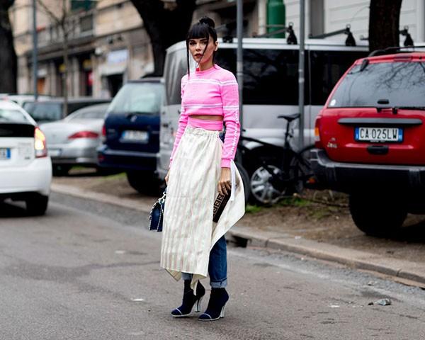 O rosa millennial é a cor do momento no street style (Foto: Imaxtree)