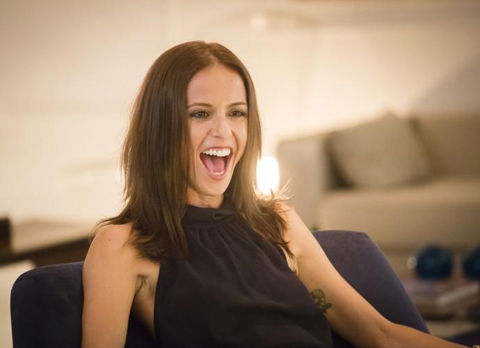 Fernanda de Freitas brinca durante gravações de Mister Brau (Foto: Tata Barreto / TV Globo)