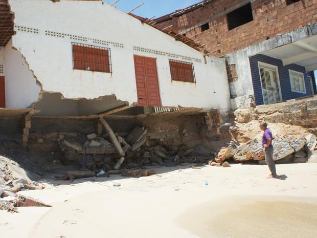 Baía da Traição está com casas destruídas à beira mar na Paraíba (Foto: Inaê Teles/G1)