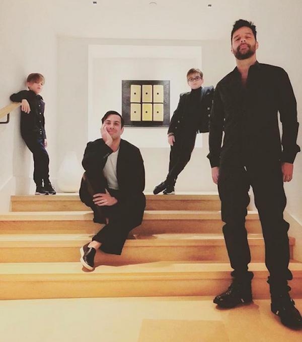 O músico Ricky Martin com o marido e os filhos (Foto: Instagram)