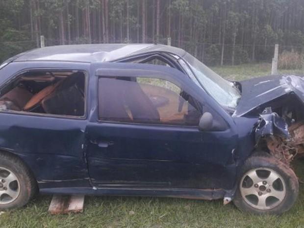 Segundo a Polícia Rodoviária, sete pessoas ficaram feridas após acidente (Foto: Divulgação/Polícia Militar Rodoviária)