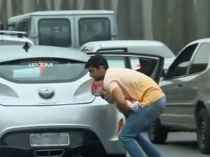 Equipe da GloboNews flagra tiroteio na Linha Vermelha, no Rio de Janeiro/GNews (Foto: Reprodução GloboNews)