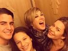 Recém-casada, Fernanda Souza se diverte com Claudia Raia e os filhos