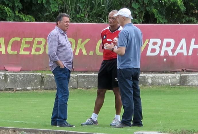 Jayme de Almeida, Wallim Vasconcellos e Paulo Pelaipe treino Flamengo (Foto: Richard Souza)