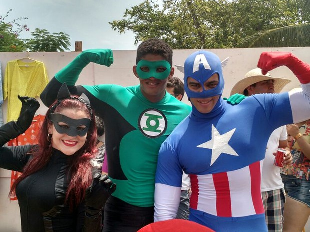 Os amigos Gilda, Anderson e Flavio enquanto se preparavam para a Sala da Justiça. (Foto: Penélope Araújo/G1)