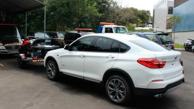 Carro de luxo foi apreendido durante a operação (Foto:  PF/Divulgação)