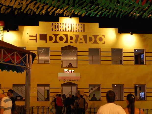 Restaurante no Parque do Povo, em Campina Grande, tem fachada inspirada no Cacino Eldorado (Foto: Rafael Melo/ G1)