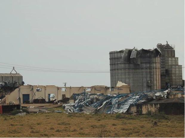 Vendaval causou o tombamento do silo em Taquarituba (SP) (Foto: Aline Oliveira/ TEM Você)