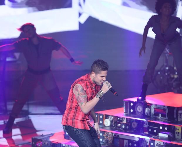Leandro dá um show no palco (Foto: Isabella Pinheiro/Gshow)