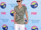 Justin Bieber e mais famosos vão a premiação teen em Hollywood