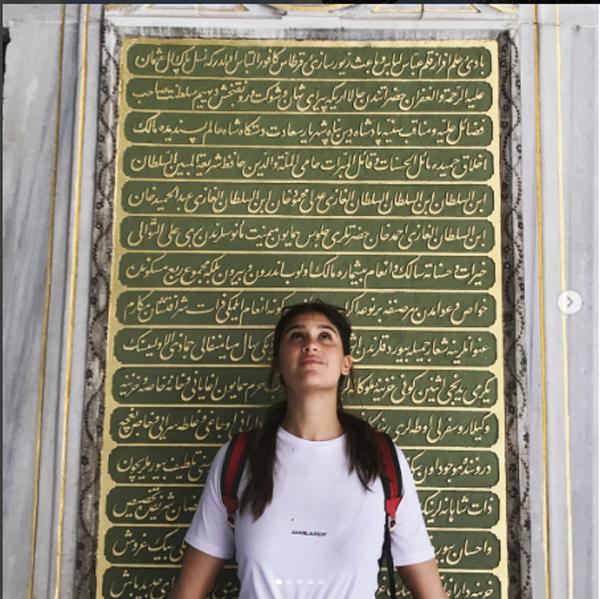 Giulia Costa em Istambul, capital da Turquia (Foto: Reprodução Instagram)
