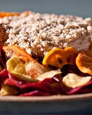 Terrine de jabuticaba com castanha do Pará, chips de batata roxa, caqui e banana (Foto: Divulgação)