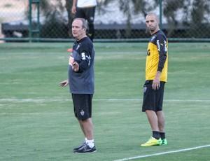 Levir Culpi, Diego Tardelli e Dátolo, no treino do Atlético-MG (Foto: bruno Cantini/Atlético-MG)