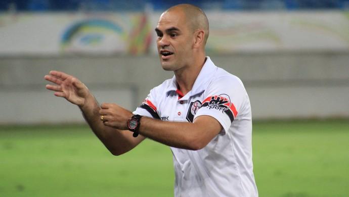 Júlio Terceiro técnico Santa Cruz de Natal (Foto: Fabiano de Oliveira/GloboEsporte.com)