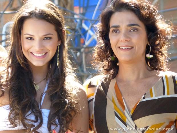 Lurdinha e Delzuite se emocionam com o encontro (Foto: Salve Jorge/TV Globo)