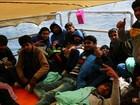 Navio espanhol resgata barco à deriva no Mediterrâneo e salva 120