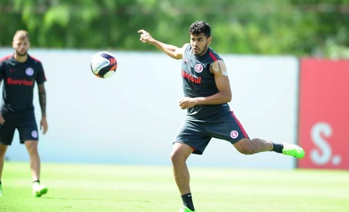 Brenner participou normalmente dos trabalhos no Beira-Rio (Foto: Ricardo Duarte / Sport Club Internacional)