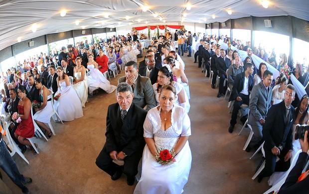 casamento coletivo estádio itaquerão corinhtians (Foto: Marcos Ribolli  / Globoesporte.com)