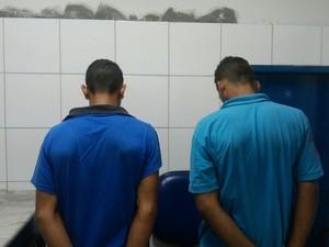 """""""Por mim, ele apodrecia na cadeia"""", disse a mãe de um deles na delegacia (Foto: Lucas Leite/G1)"""