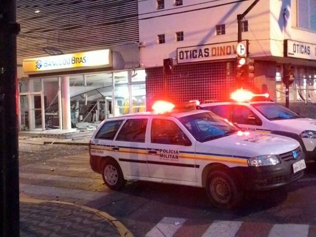 Caixas eletronicos explodidos em Formiga (Foto: Nilson Pedroso/Arquivo Pessoal)