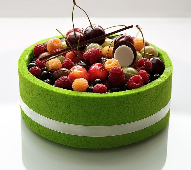 Bolo de frutas da arquiteta e confeiteira ucraniana Dinara Kasko (Foto: Divulgação)