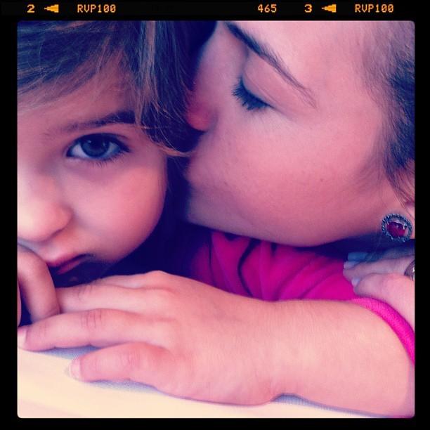 Luiza Valdetaro com a filha (Foto: Instagram / Reprodução)